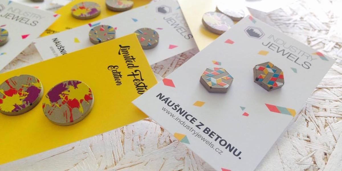 Betonové náušnice z limitované edice pro festival Colors of Ostrava
